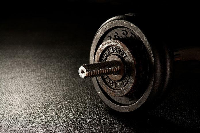 Czy warto przyjmować suplementy diety na początku swojej przygody z siłownią?