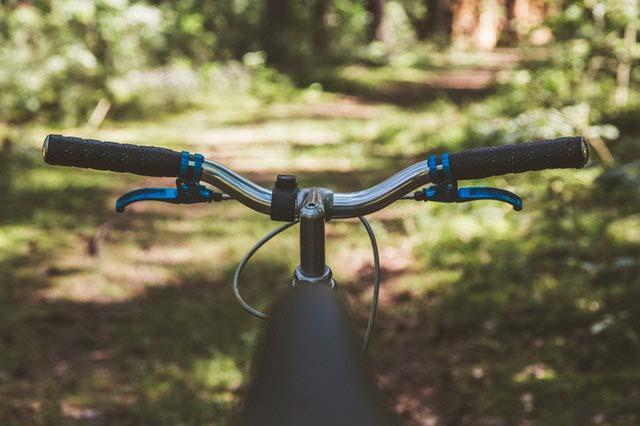 Wakacje na dwóch kółkach, czyli jak przygotować się do rowerowej podróży