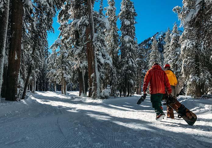 11 rzeczy, które musisz zabrać ze sobą na snowboard